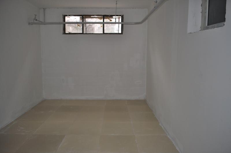 长椿街半地下室办公库房出租
